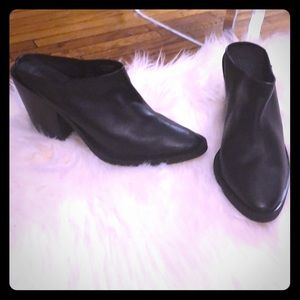 Mule leather boots